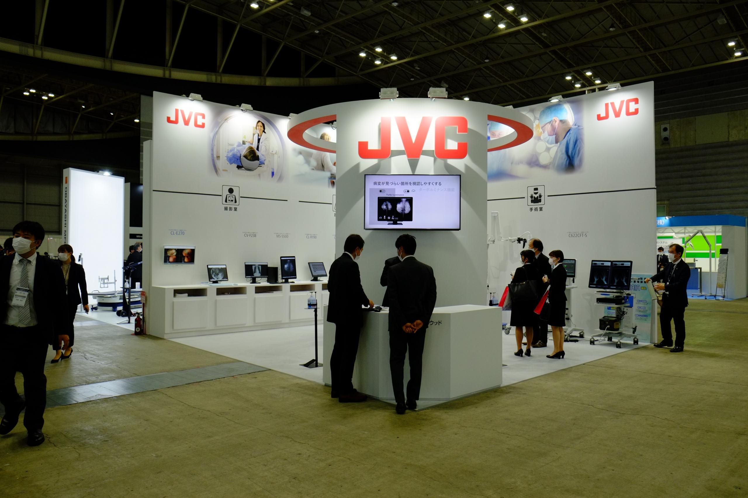JVCケンウッド/新発売の1200万画素30.9型カラーモニターとコロナ時代の防水型キーボード&マウスに注目集まる
